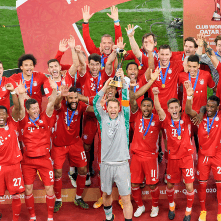 Elenco do Bayern de Munique comemorando o título mundial de 2020 - GettyImages