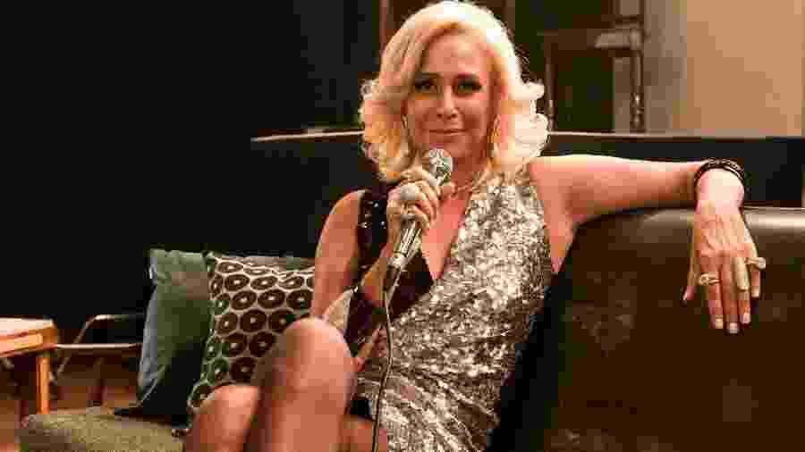 Hebe (vivida por Andrea Beltrão) na série biográfica que a Globo está exibindo - Reprodução / Internet