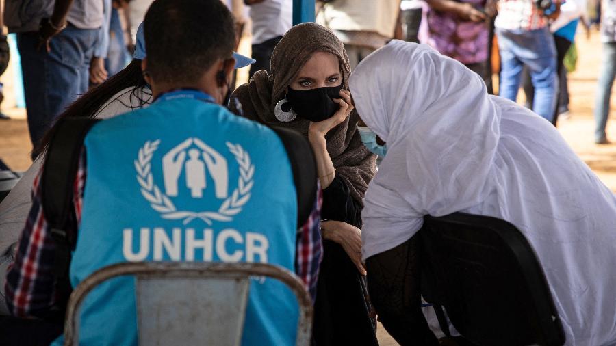 Angelina Jolie em visita a Burkina Faso - OLYMPIA DE MAISMONT / AFP