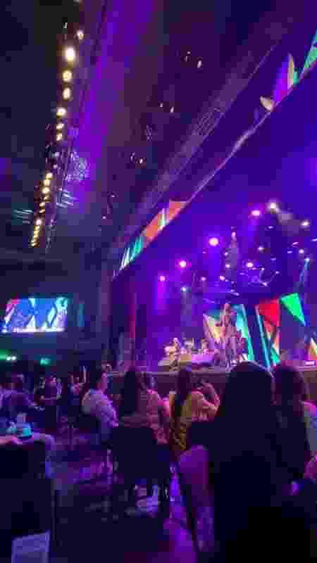 Espaçamento entre as mesas foi respeitado durante o show - Guilherme Lucio da Rocha / UOL - Guilherme Lucio da Rocha / UOL