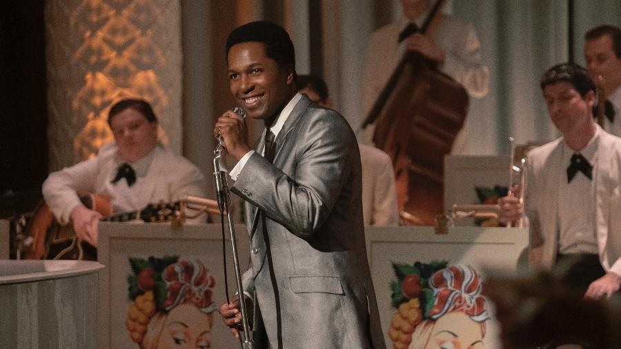 """Leslie Odom Jr. como Sam Cooke em """"Uma Noite em Miami""""; ator cantará no Oscar - Divulgação"""