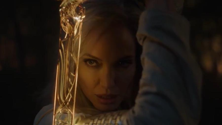 """Angelina Jolie em cena de """"Eternos"""", da Marvel - Reprodução/Twitter"""