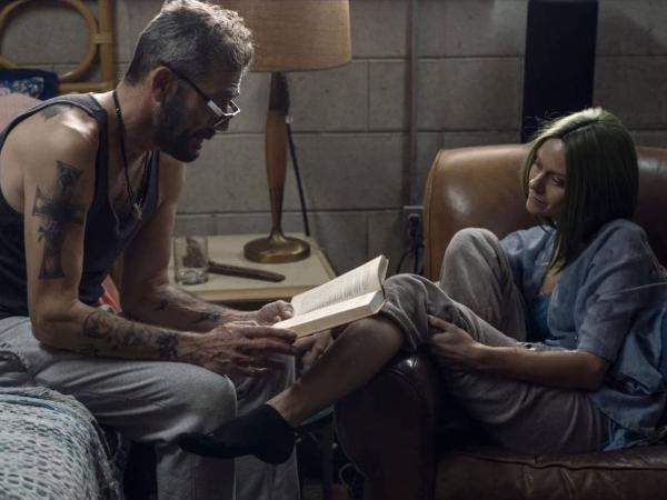 Negan (Jeffrey Dean Morgan) e Lucille (Hilarie Burton) em cena de 'The Walking Dead'