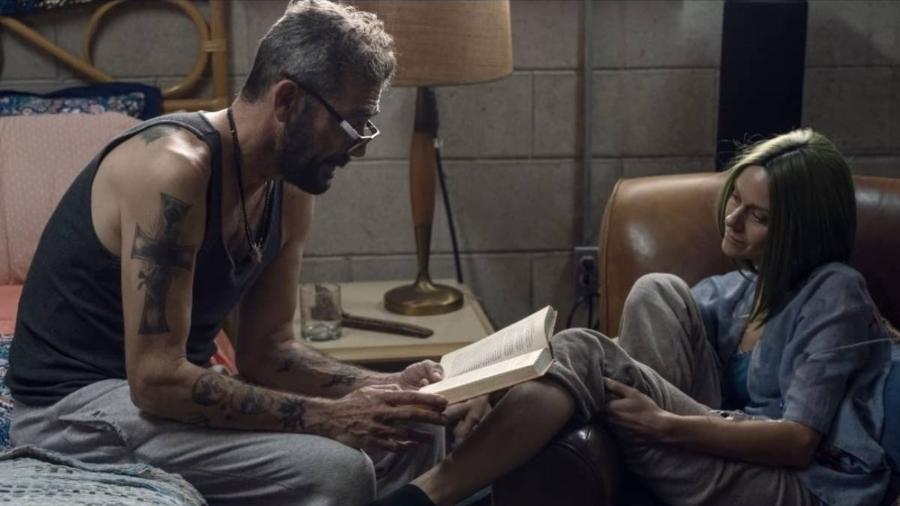"Negan (Jeffrey Dean Morgan) e Lucille (Hilarie Burton) em cena de ""The Walking Dead"" - Divulgação"