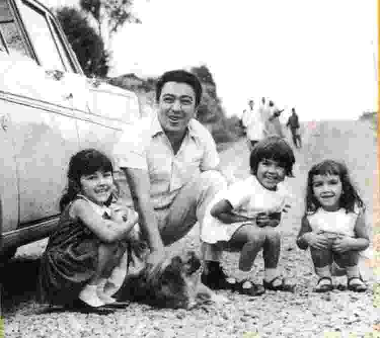 Mauricio ao lado das filhas: Mariangela, Mônica e Magali - Arquivo pessoal - Arquivo pessoal