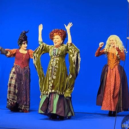 """Bette Midler, Kathy Najimy e Sarah Jessica Parker em gravação do especial de """"Abracadabra""""  - Reprodução / Instagram"""