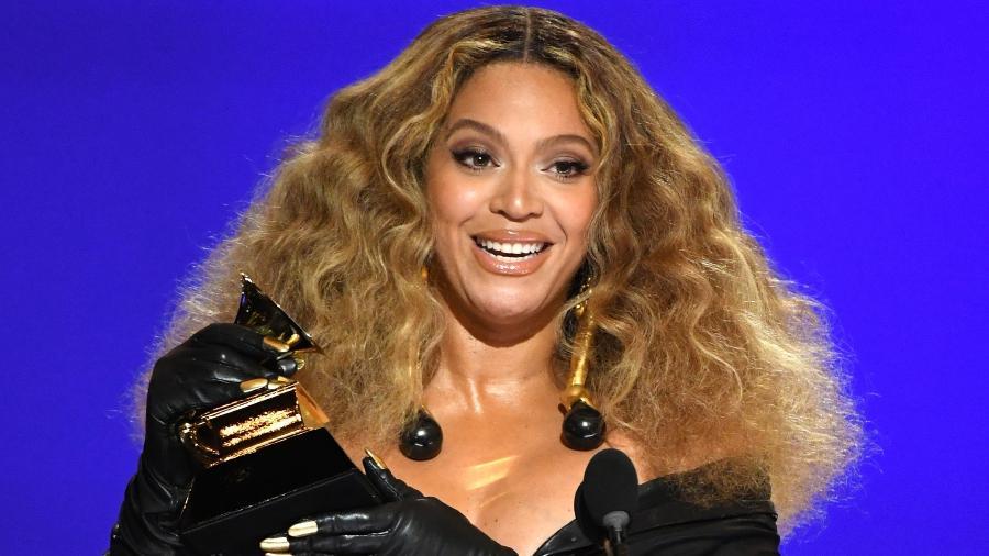 Beyoncé recebe o prêmio na categoria melhor performance de R&B e se torna a cantora mulher mais premiada do Grammy - Kevin Winter/Getty Images