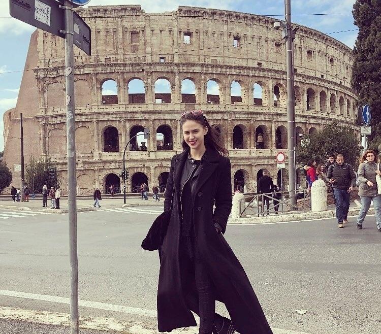 Maria Bakalova em viagem a Itália - Reprodução/Instagram