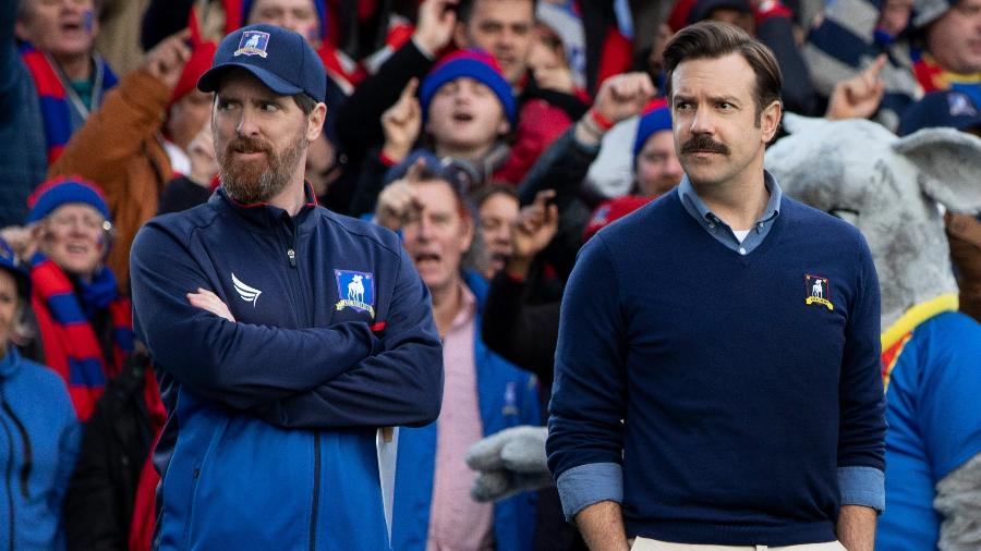 """Brendan Hunt e Jason Sudeikis em """"Ted Lasso"""", série que levou o Emmy de melhor comédia - Divulgação/Apple TV+"""