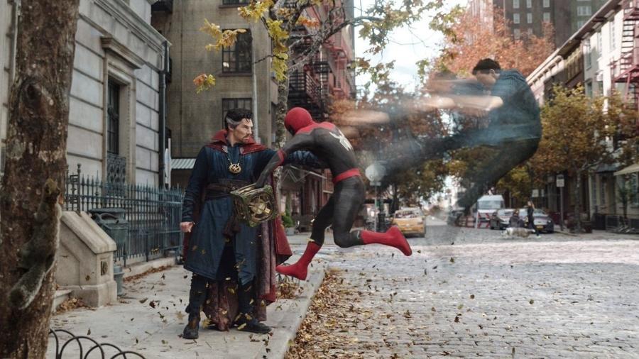 """Doutor Estranho (Benedict Cumberbatch) e Peter Parker (Tom Holland) em """"Homem-Aranha: Sem Volta Para Casa"""" - Sony/Reprodução"""