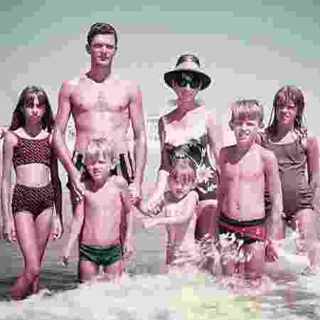 Xuxa na praia - Reprodução/Instagram - Reprodução/Instagram