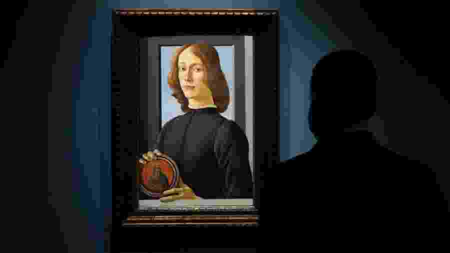 """23.set.2020 - Quadro """"Young Man Holding a Roundel"""", de Sandro Botticelli - Cindy Ord / Getty Images"""