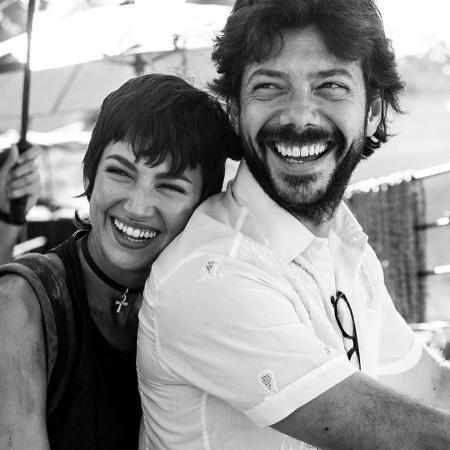 """Úrsula Corberó posta foto ao lado de Álvaro Morte para comemorar o fim das gravações de """"La Casa de Papel"""" - Reprodução/Instagram"""
