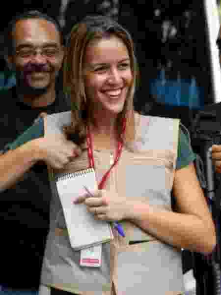 A repórter Gabriela Moreira aos 26 anos, quando cobria jornalismo policial - Arquivo pessoal - Arquivo pessoal