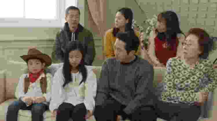 Alan Kim (de caubói) e o elenco de 'Minari' - Reprodução/YouTube Variety - Reprodução/YouTube Variety
