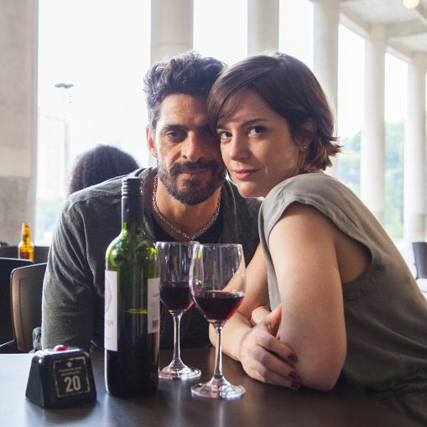 Júlio Machado e Natália Lage em cena de 'Hard', da HBO