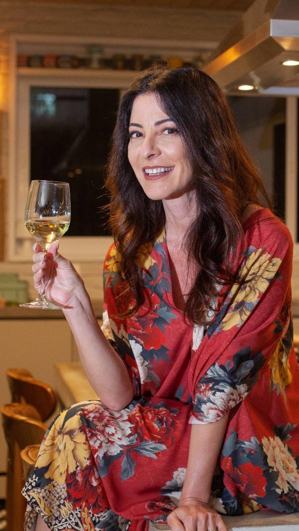 Ana Paula Padrão na cozinha de sua casa