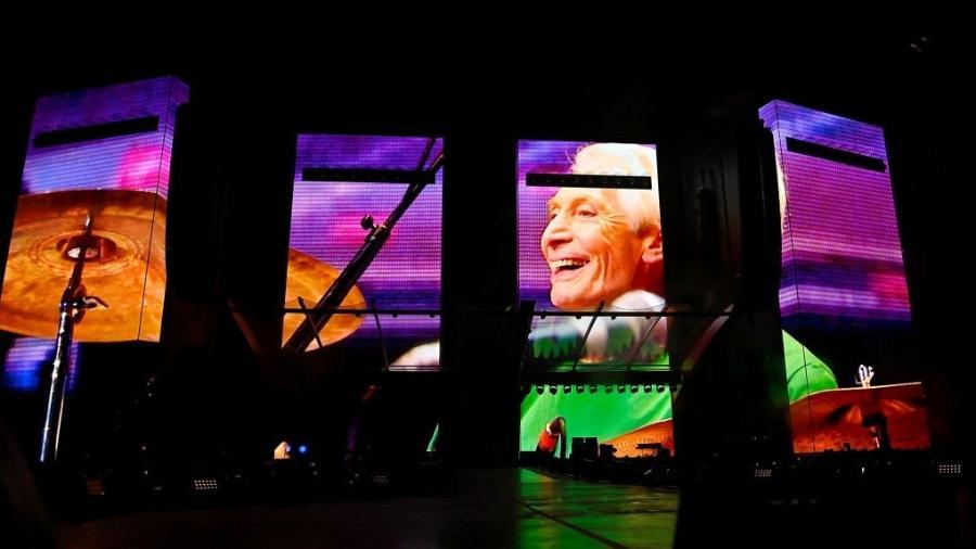 Homenagem a Charlie Watts dos Rolling Stones antes da abertura da turnê 2021 no Missouri - Jeff Curry / Getty Images