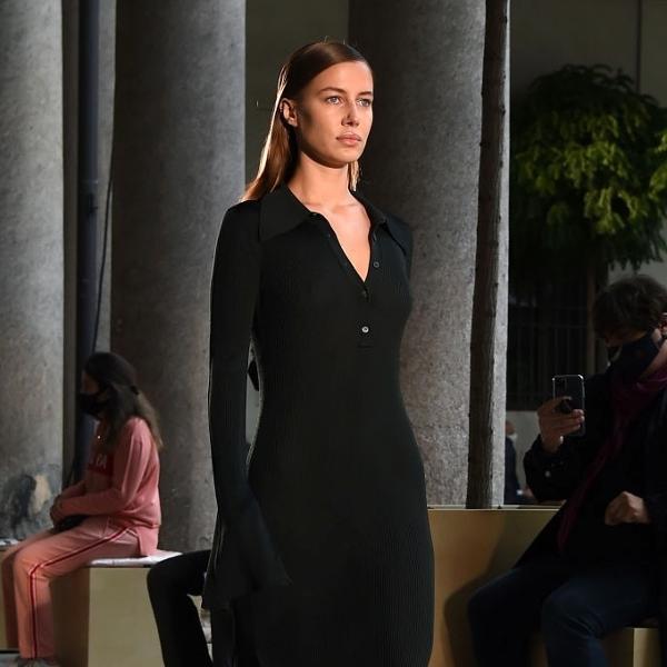 25.set.2020 - Nicole Poturalski na Semana de Moda de Milão