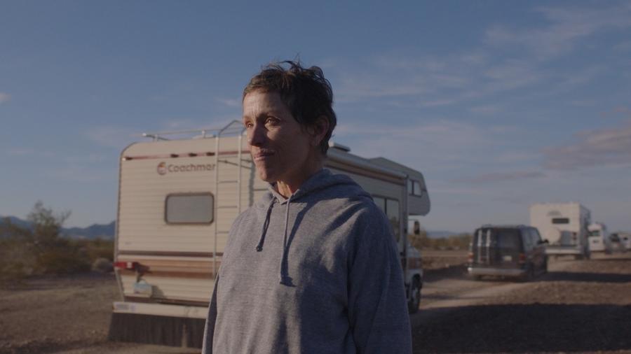 """Frances McDormand em cena de """"Nomadland"""" - Divulgação"""