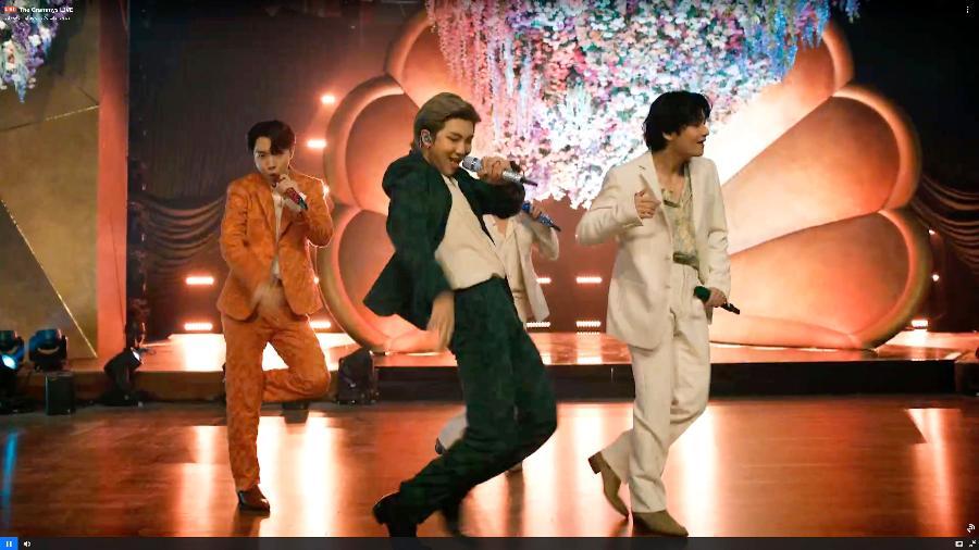 J-Hope, RM e V do BTS se apresentam no Grammy 2021 - Theo Wargo/Getty Images