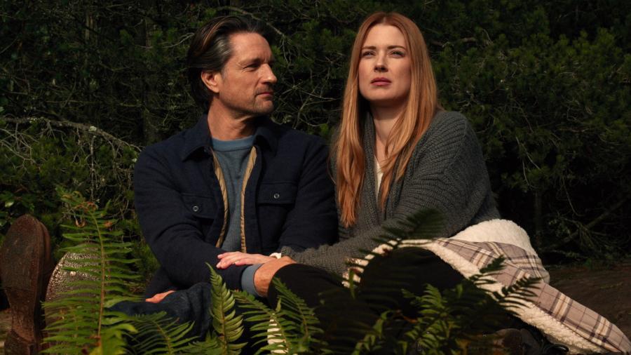"""Jack Sheridan (Martin Henderson) e Mel Monroe (Alexandra Breckenridge) em cena da terceira temporada da série """"Virgin River"""", da Netflix - Divulgação/Netflix"""