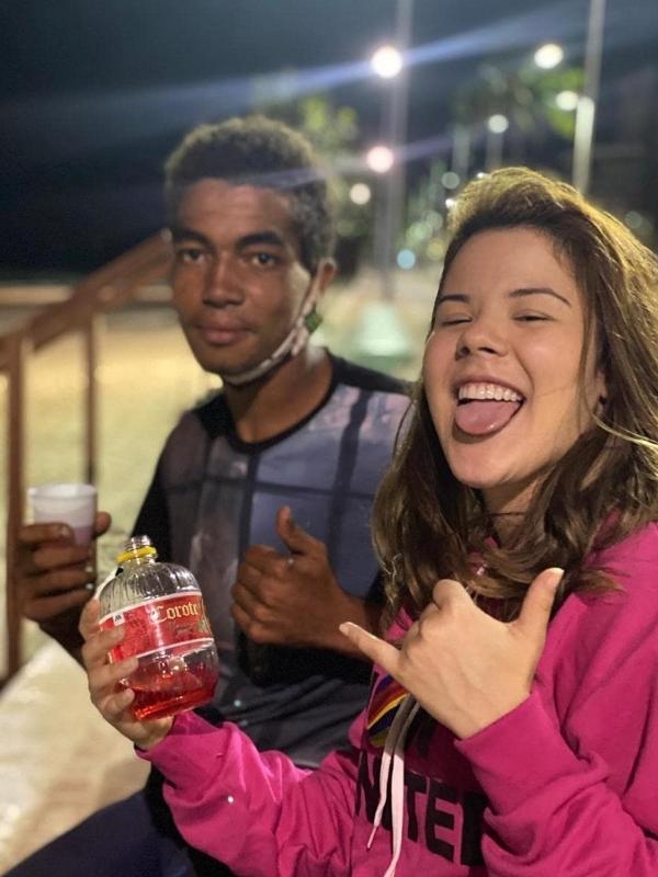Japinha do Conde do Forró viralizou tomando Corote e cantando 'Romance Desapegado'