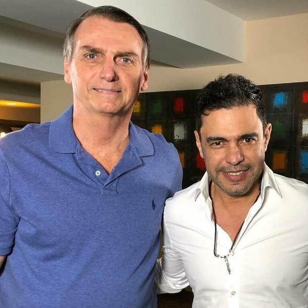 Zezé Di Camargo posa com Jair Bolsonaro em 2018; cantor segue apoiando o presidente
