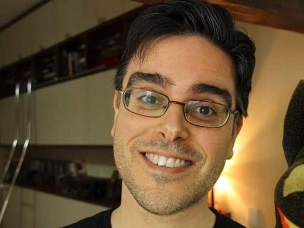 O dublador Guilherme Briggs, voz do Superman