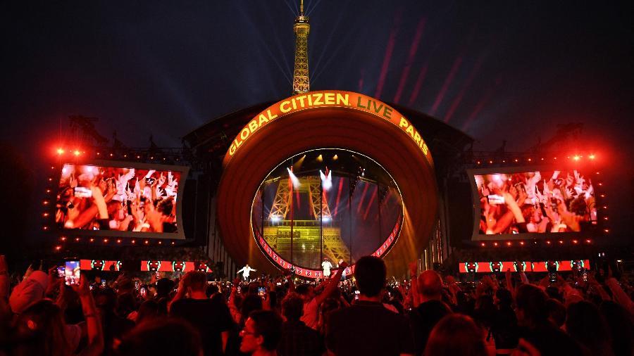 Multidão assiste ao Global Citizen Live no Campo de Marte, em Paris - Bertrand Guay/AFP