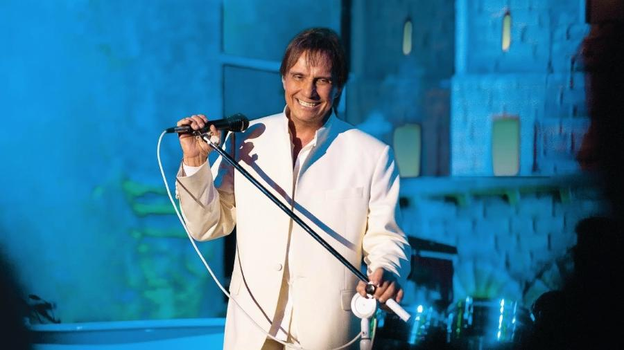 Considerado por muitos o rei da música popular brasileira, Roberto Carlos é tema de tributos em discos, livros e filmes - Claudia Schembri/Divulgação