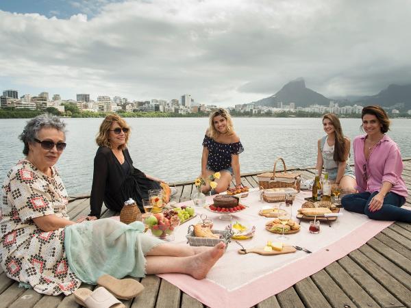 Zezé (Analu Prestes), Stella (Renata Sorrah), Cléo (Vanessa Giácomo), Dora (Débora Ozório) e Livia (Giovanna Antonelli) em 'Filhas de Eva'