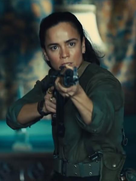 """Alice Braga como a guerrilheira Sol Soria no trailer de """"O Esquadrão Suicida"""" - Reprodução/ Warner Bros. Pictures"""
