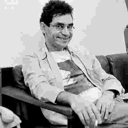 Renato Russo dando um sorrisinho malvado por saber que seu legado é de muito sofrimento - Divulgação