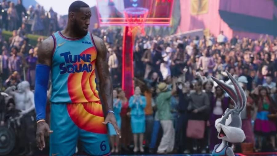 """LeBron James e Pernalonga em trailer de """"Space Jam: Um Novo Legado"""" - Reprodução/YouTube"""