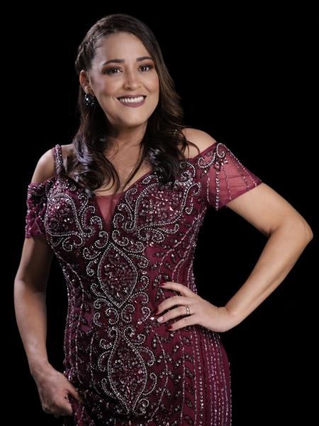 Iara Pamella, cantora de forró, está vendendo bolos e salgadinhos para sobreviver - Divulgação