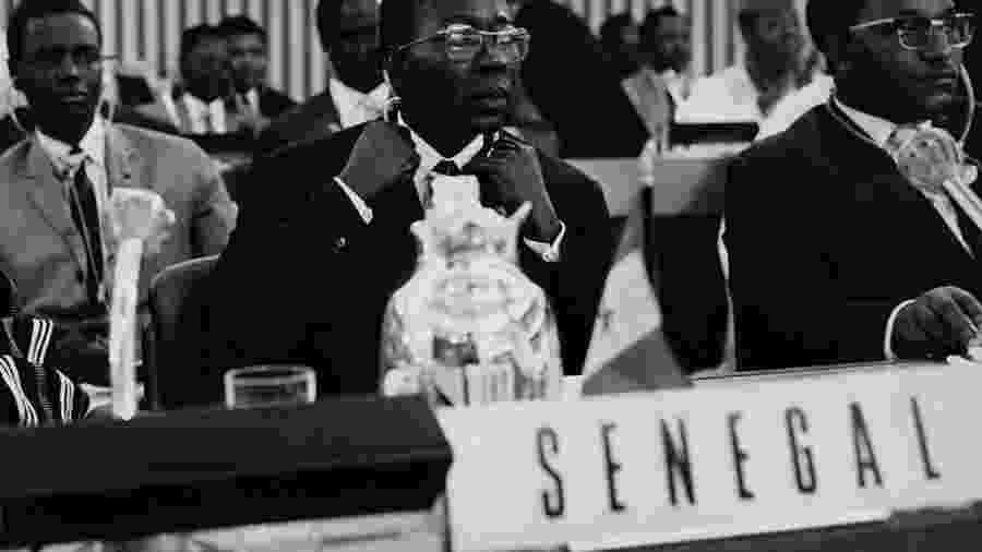 Léopold Sédar Senghor, escritor e presidente do Senegal, durante conferência dos Estados africanos em Adis Abeba, na Etiópia, em maio de 1963 - FPG/Archive Photos/Getty Images