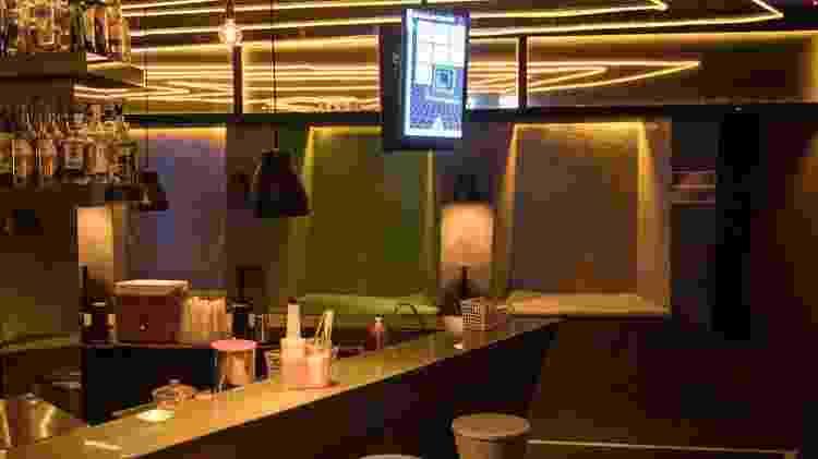 Na área do bar, é obrigatório o uso de máscara para quem não estiver consumindo - Simon Plestenjak/UOL - Simon Plestenjak/UOL