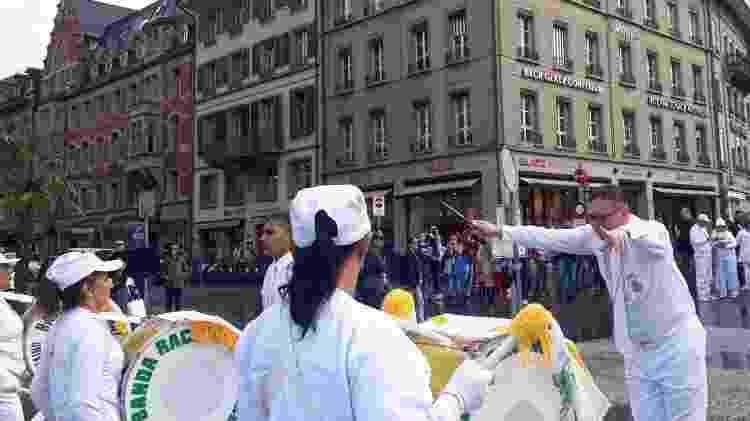 Paulo Sergio, regente da Banda Racional, durante desfile em Viena, na Áustria, em 2019 - Divulgação - Divulgação