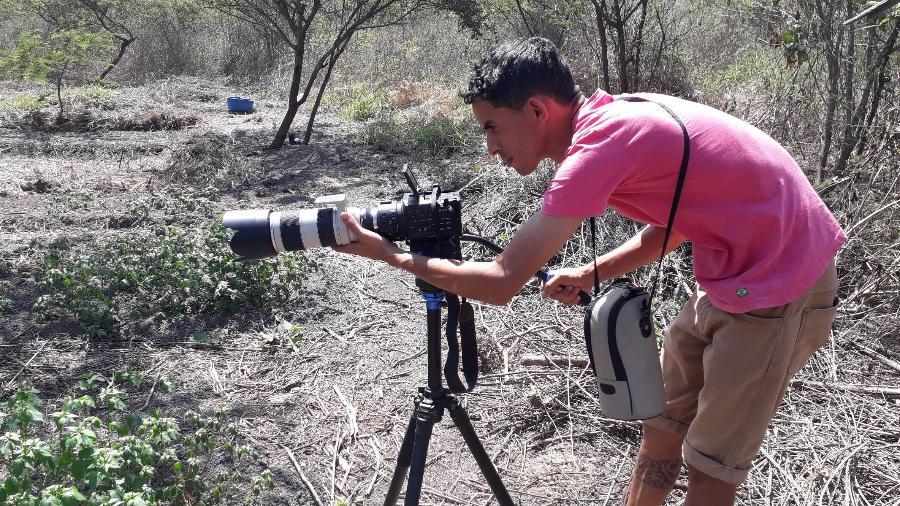 O produtor Kleber Xukuru, em gravação de documentário no território Xukuru - Ororubá Filmes