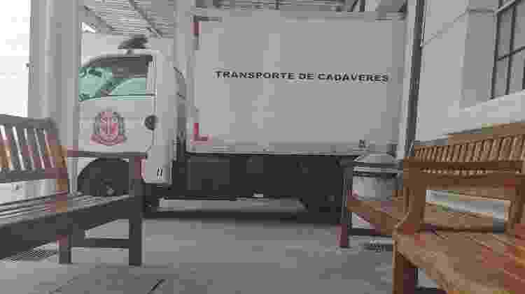 transporte de cadáveres - Rodrigo Bertolotto/UOL - Rodrigo Bertolotto/UOL