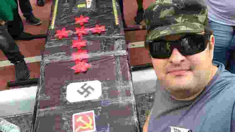O anarcocapitalista Paulo Kogos no 'enterro simbólico' de João Doria - Reprodução - Reprodução