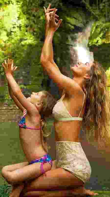 Gisele Bündchen medita com a filha Vivian - Arquivo Pessoal/Instagram