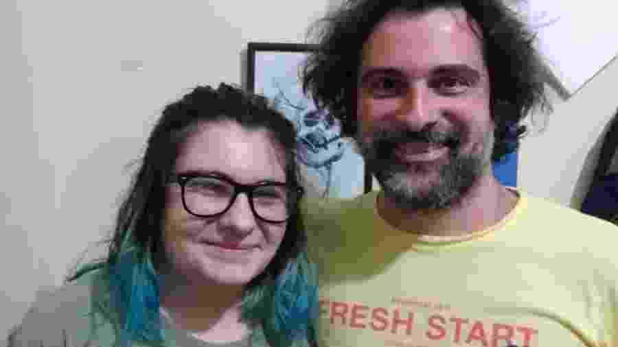 Nina (16) e o pai Ivan Conha (35), tentam se entender em internetês - Arquivo pessoal