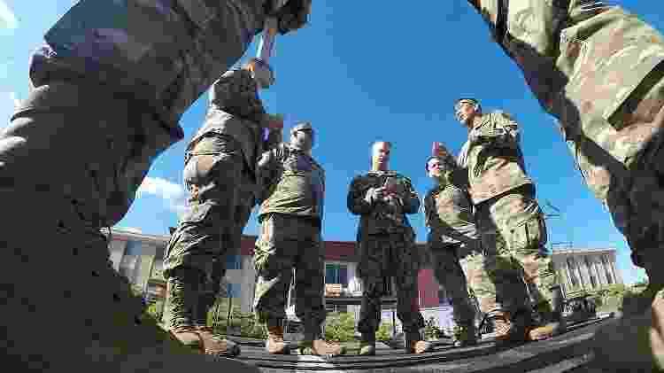 Equipe médica da Guarda Nacional da Califórnia se organiza para o combate à covid-19 - Wikimedia Commons - Wikimedia Commons