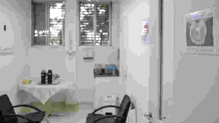 Sala de acolhimento familiar do Hospital Emílio Ribas, em São Paulo, onde os voluntários acholhem quem recebe notícia de óbito - Reinaldo Canato / UOL - Reinaldo Canato / UOL