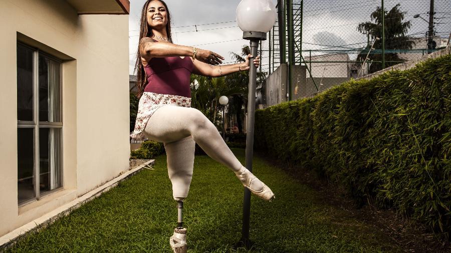 A bailarina Mel Reis, em sua casa no Mandaqui, zona norte de São Paulo - Fernando Moraes/UOL