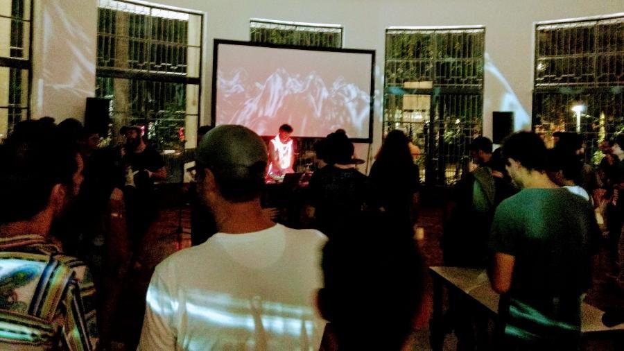 Participantes da CryptoRave em São Paulo dançam na pista depois de horas e horas de palestra sobre segurança digital - Divulgação