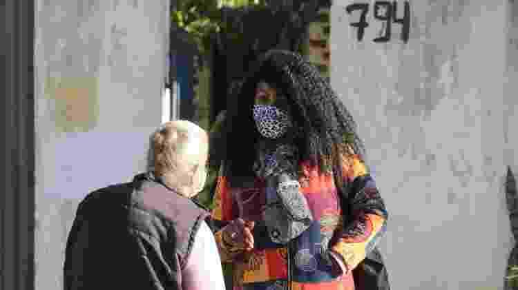Integrante do Mandato Coletivo das Pretas na Câmara de Vereadores de Curitiba, Andreia Lima divide seu tempo entre compromissos políticos e sociais e o trabalho de diarista - Theo Marques/UOL - Theo Marques/UOL