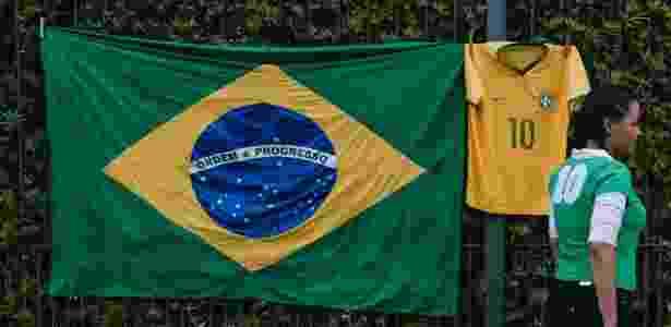 Bandeira do Brasil e camisa da seleção - UOL TAB - UOL TAB